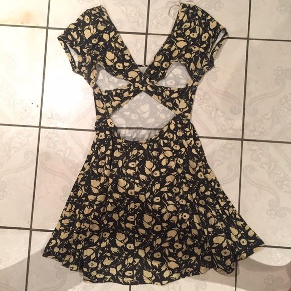 Cute Floral Skater Dress Cute skater dress; with an x detail back. Price is firm, if I don't sell, I'll keep it Forever 21 Dresses