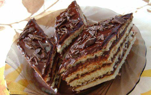 Retete Culinare - Foi fragede cu crema de cacao si rom