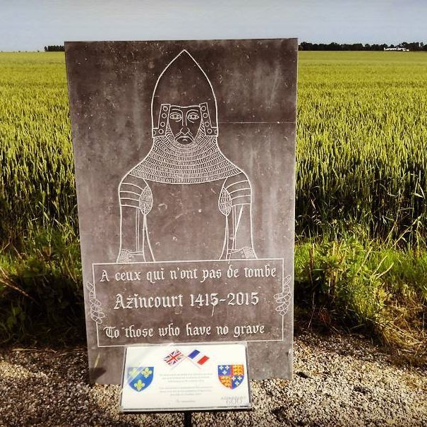 Tonight there was a longer #run as #marathon #training for #Amsterdam scheduled, so I made a 17 KM run through the valleys and fields to the (in)famous #Battlefield of #Agincourt, in #France #Azincourt. During the 100 year war in 1415, 10.000 men found their grave in this field. For the whole story, check my other posts about this Battlefield below in my timeline. It was a lovely run through beautiful scenery, steep hills, the French #Manoir (or #Chateau, you name it) of #Tramecourt…