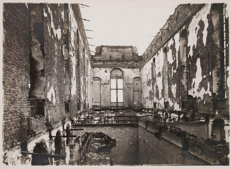 Ravage, l'art et la culture en temps de conflit - Le M Museum de Louvain se penche également sur cette question en prenant pour point de départ l'incendie meurtrier qui ravagea la ville de Louvain en 1914, détruisant notamment la bibliothèque universitaire, riche de près de trois cent mille livres.
