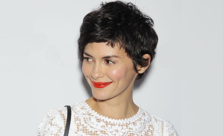 Roter Lippenstift ist DAS Beauty-Markenzeichen einer echten Französin wie Audrey Tautou. Aber: Wie tragen sie ihn auf?