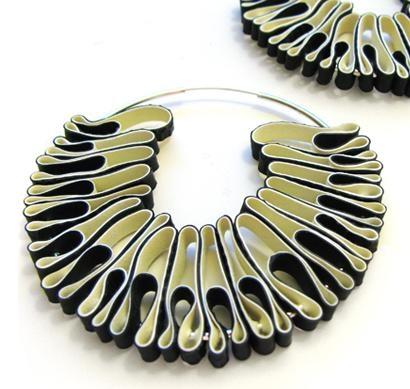 I gioielli 'riciclati' di Min-Ji Cho esaltano il potenziale delle cose semplici [come i guanti da cucina]