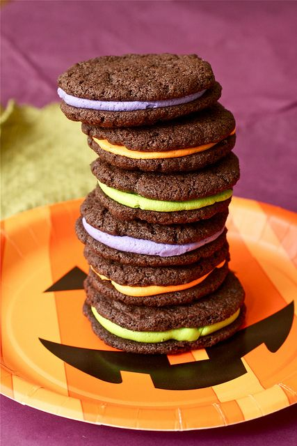 Homemade oreos!Cooking Classy, Sandwiches Cookies, Homemade Oreo Cookies, Colors Theme, Halloween Oreo, Fall Food, Homemade Oreos, Homemade Halloween, Halloween Cookies
