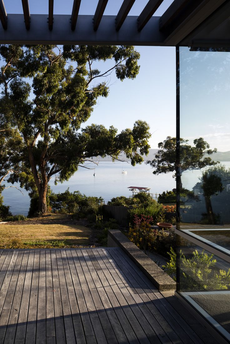 This Tasmanian home, sitting peacefully in a tranquil bay ...