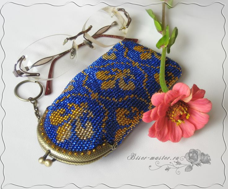 A photo tutorial on how to bead crochet this glasses case.  Lots of photos but I am still having trouble understanding the instructions.  Don't suppose anyone else can give me a rough idea