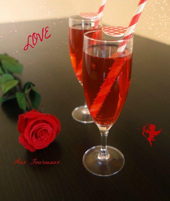 Cocktail Saint Valentin sans alcool . sirop fraise ou grenadine, citron, limonade, 1 cs miel, gingembre.