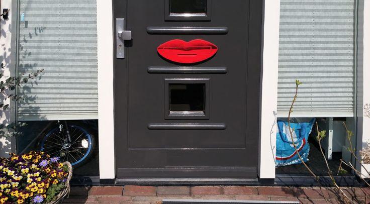Om te zoenen, deze briefplaat in de vorm van rode lippen!