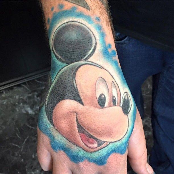 Micki Maus auf Hand Tätowierung