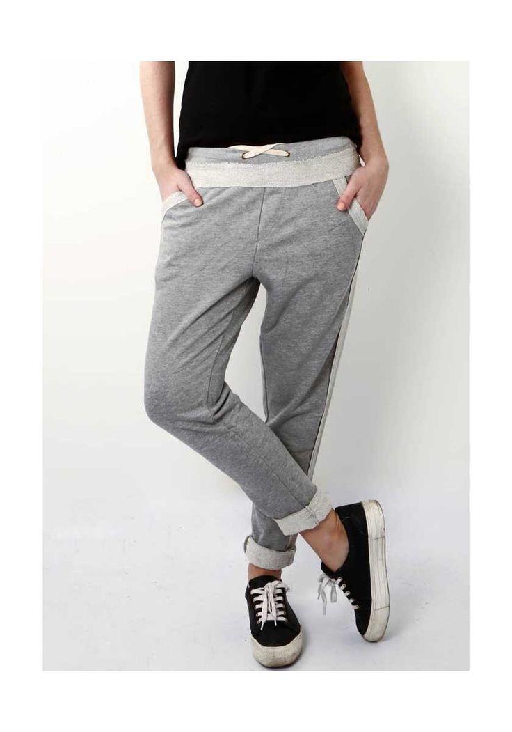 Παντελόνι Φόρμα Grey On Grey, 24,00€.