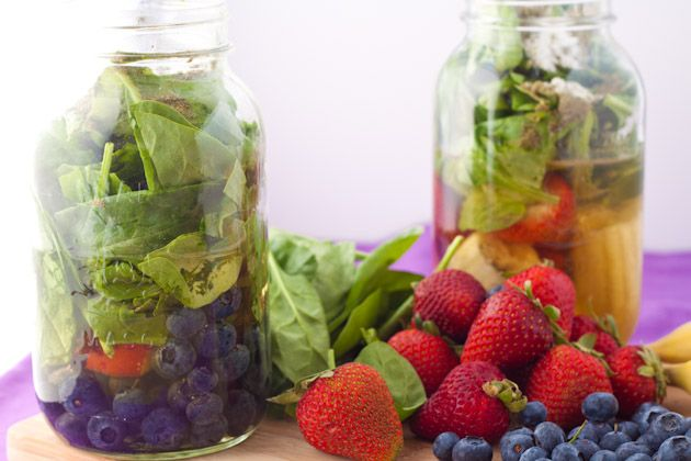 Energy Smoothies, love that she preps them the night before so in the morning everything you need is in the mason jar