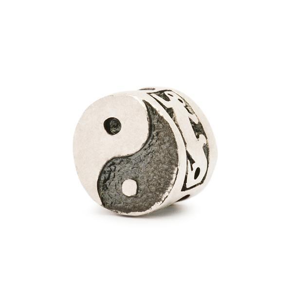 Yin e Yang è il simbolo dell'equilibrio maschile e femminile. Ad esso è abbinato il simbolo della natura e la lucertola come simbolo dello spirito.