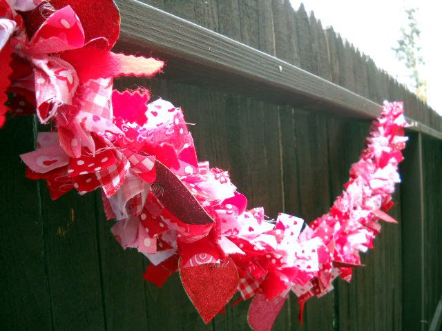 Rag Garland tutorial! great way to use up my scraps <3: Valentines Crafts, Crafts Ideas, Holidays Crafts, Rag Garlands, Valentines Rag, Heart Garlands, Easter Crafts, Halloween Crafts, Valentines Day