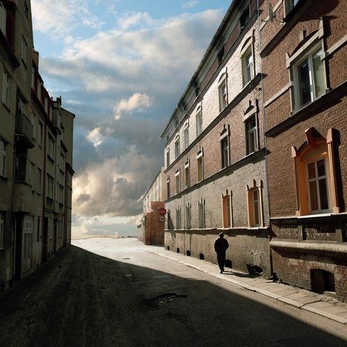 Fotomontaż surrealistyczny 50x50cm na bazie własnych zdjęć. Limitowana edycja 30 sygnowanych egzemplarzy. Wydruk na profesjonalnym papierze ilford satin o wytrzymałości 70 lat, naklejany na piankę i laminowany.  Autor: fotoklimat