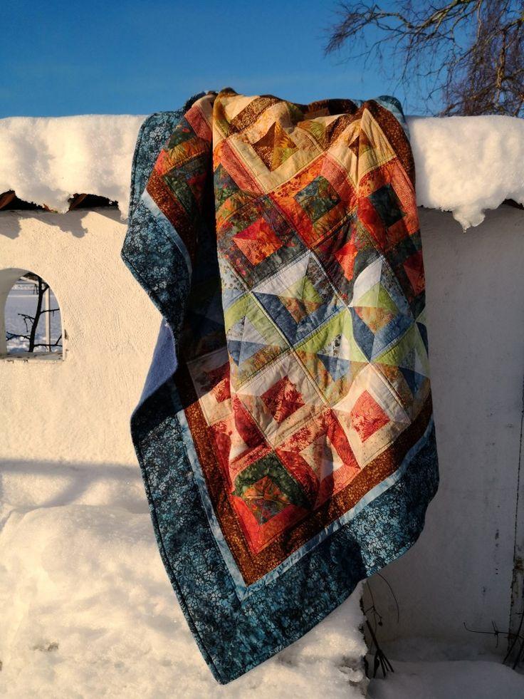 Ett lapptäcke till min mamma i 65-års present! Quilt with batik fabrik strips, using the smartstrip.