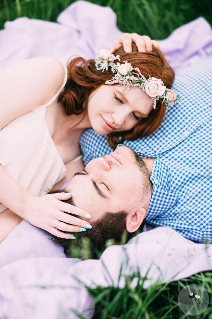 wedding session / session romance / love /  floral crowns / fot. Bajkowe Śluby