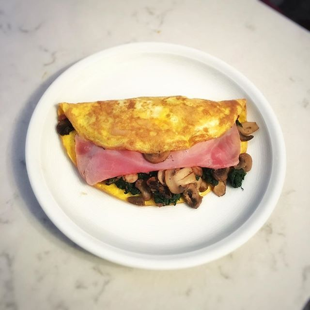 #breakfast for champions! folded omelette with mushrooms, spinach and ham. #lc #lowcarbhighfat #lchf #keto #elenaehrung #diabetestype1 #pregnancy #food #foodie #onthetable #foodsharing #eatclean #cleaneating #chefslife #goodeats #eeeeeats #fitfam #huffposttaste #vscofood #hipsterfoodofficial #healthyeating #instabake #paleo #t1d #yummy #yahoofood