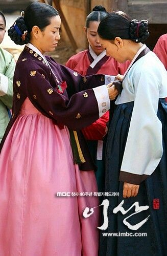 Yi San (Hangul: 이산; hanja: 李祘), also known as Lee San: The Wind of the Palace, is a 2007 South Korean historical drama, starring Lee Seo-jin and Han Ji-min. It aired onMBC from September 17, 2007 to June 16, 2008 on Mondays and Tuesdays 혜경궁 홍씨 견미리