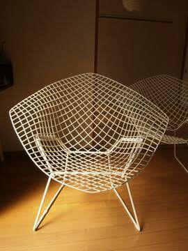 スモールダイアモンドチェア。ワイヤーのみの、空間に溶け込む不思議な椅子。
