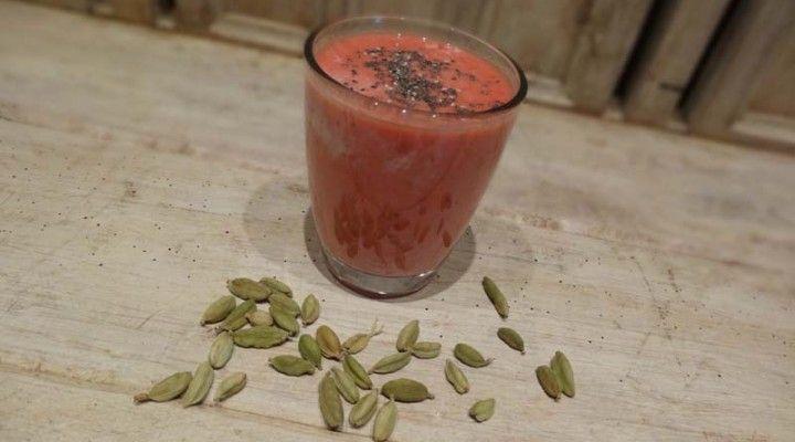 Truskawkowe lassi z nasionami chia | Biegacz na diecie