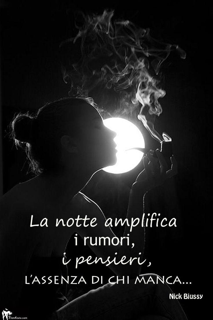 La notte amplifica i rumori, i pensieri, l'assenza di chi manca. (Nick Biussy) #aforismi #citazioni #frasi #celebri #parole #notte #dolore #tristezza #solitudine #malinconia #paura #buonanotte #luna #donna