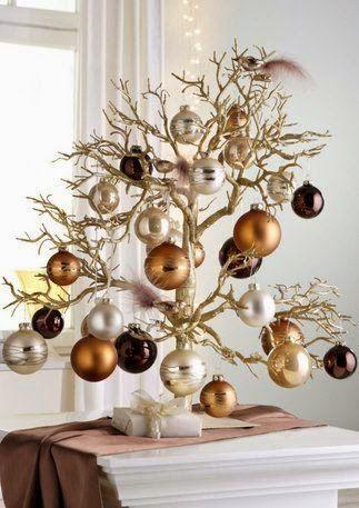 Olá amigos,     Encontrei essas imagens na internet e não resisti em dividir com vocês essas idéias de árvore de Natal tão originais!   Co...