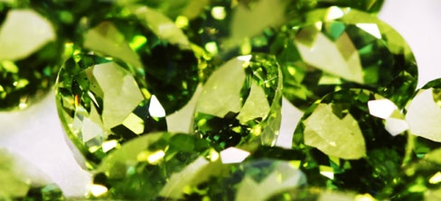Peridootti, kivet    peridootti on myös kaunista vihreänä.