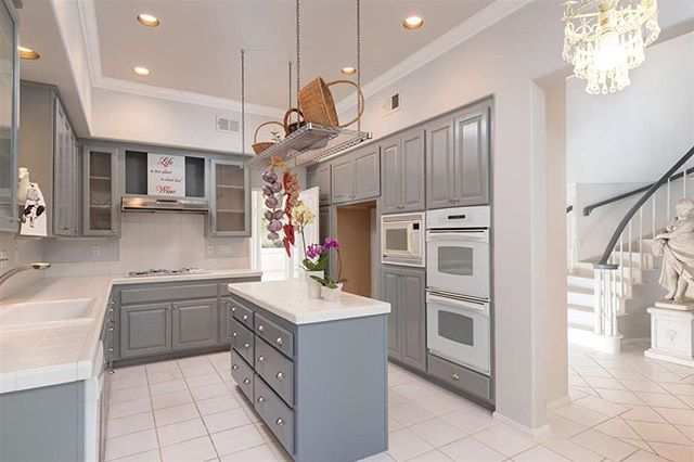 Open House tomorrow 12-4.  9769 Keeneland Row, La Jolla.  Beautiful La Jolla Townhome style living with open floor plan with vaulted ceilings. Lots of light, high ceilings, many oversized windows, huge master suite with Juliet balcony, pristine move-in ready condition. Close to UCSD, Estancia Spa and Torrey Pines State Beach Park. Easy access to the Village, beach, golf, schools and airport.  #openhouse #lajolla #sandiegorealestate #torreypines #ucsd #townhouse #luxuryrealestate #sothebys…