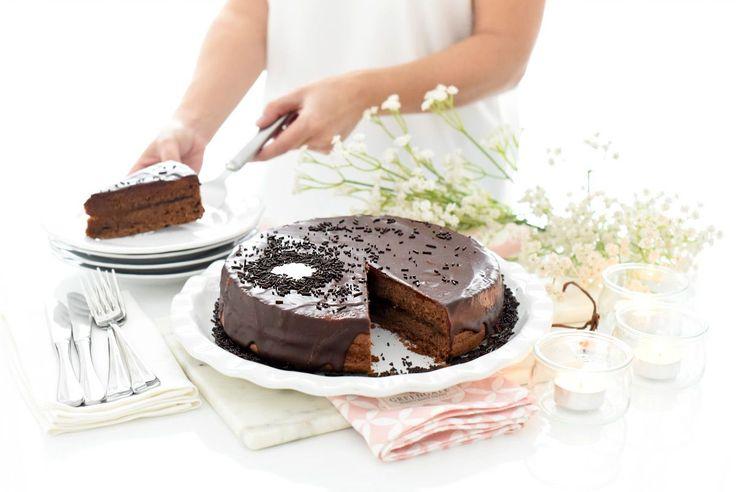 Receta de Tarta Sacher, paso a paso con Thermomix®. Una tarta facilísima que siempre es un éxito.