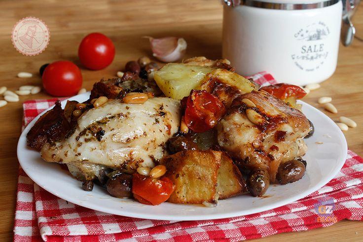 il pollo e patate aromatiche alla pugliese è una ricetta particolare e profumatissima che può essere utilizzata anche per altri tipi di carne.