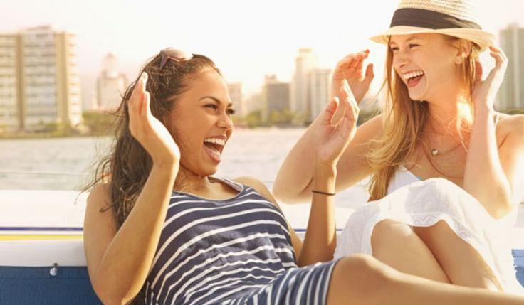 Женская дружба...   Настоящая женская дружба – это когда ты спотыкаясь падаешь, а твоя подруга сначала смеётся над твоей нелепостью, а потом падает рядом. {{AutoHashTags}}