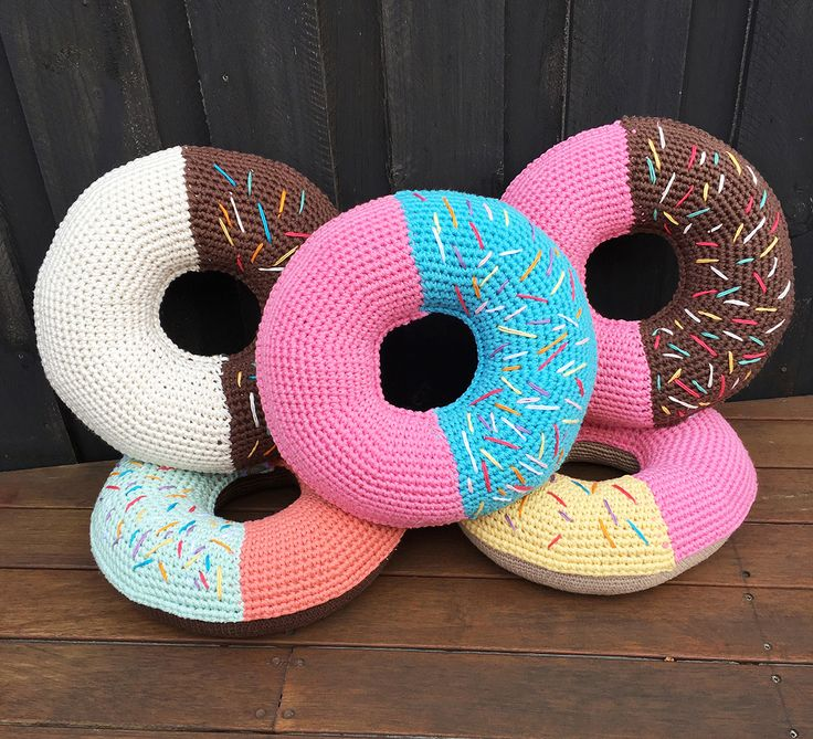 Go jumbo with our GIANT donut crochet pattern byPaula Risanto.
