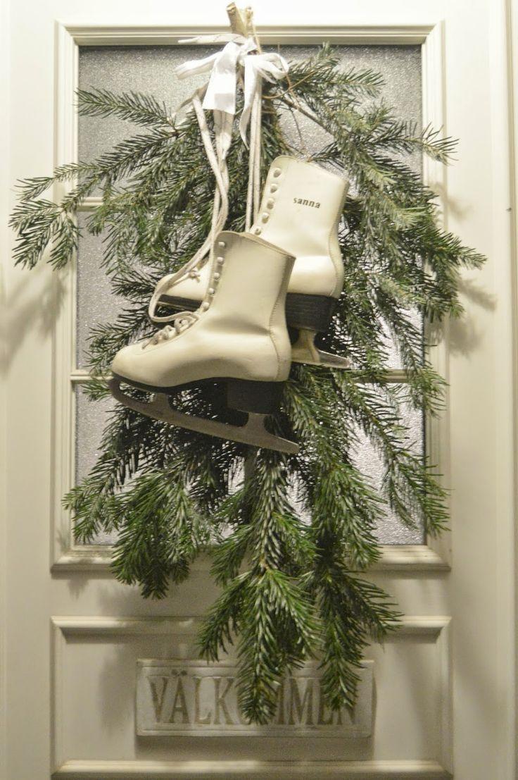 Hej vänner!   Vilken lycka! ÄNTLIGEN kom snön här i Dalarna! Hoppas, hoppas nu att den ligger kvar till jul?!         Jag har pyntat li...