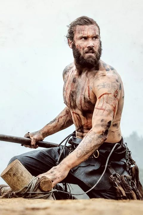Rollo Who doesn't love a bloody man with an axe? He's soooo dreeeeaaaamy.....sigh.