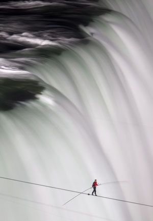 ★ Nik Wallenda walks over Niagara Falls on a tightrope. As he crossed, Wallenda said he had an 'unbelievable view' from the cable. (Frank Gunn/Canadian Press)