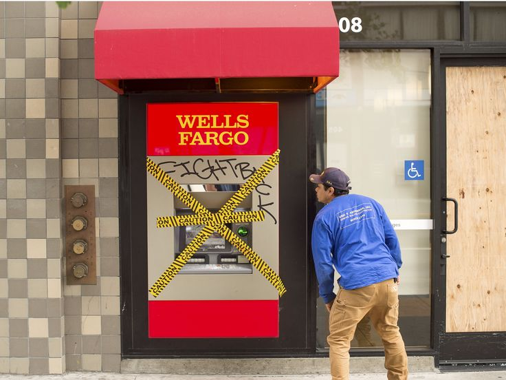 Wells Fargo's retail strategy is slowly dying