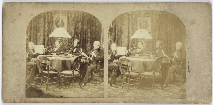 Anonymous   Lezende, schrijvende en pijprokende heren rond tafel, Anonymous, 1855 - 1865  