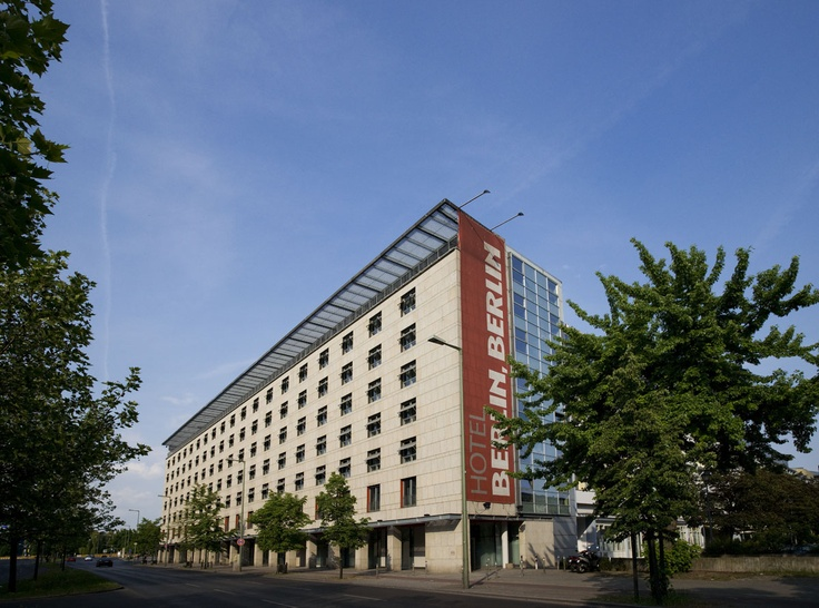 From its ideal central location Hotel Berlin, Berlin is within easy reach of almost every famous sight and hip venue – by car, public transport or often easily on foot.