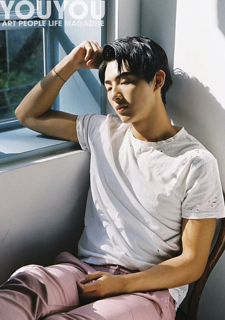 so there's this guy at my school that looks exactly like Ji Soo T^T