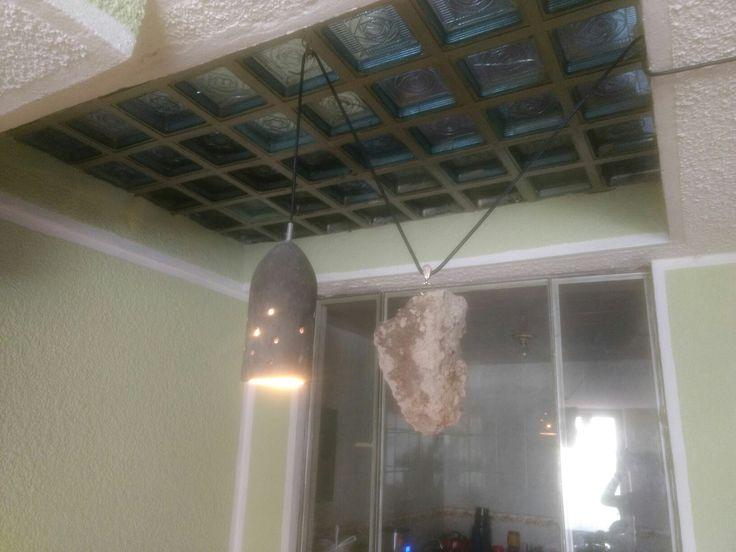 Lámpara de concreto con poleas y contrapeso para altura variable
