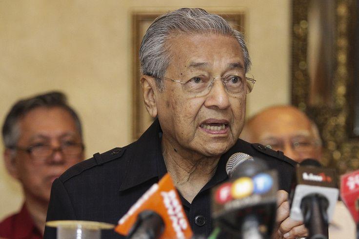 Menteri sedih tengok Tun M dicerca dikutuk dan dipergunakan Pakatan Harapan   Umno menyifatkan Tun Dr Mahathir Mohamad terpedaya dengan helah Pakatan Harapan sehingga diperguna demi kepentingan politik gabungan pembangkang itu kata Datuk Seri Hamzah Zainudin  Ahli Majlis Tertinggi Umno berkata lebih menyedihkan apabila perdana menteri selama 22 tahun itu dicerca dan dikutuk pelbagai pihak termasuk ahli dalam Pakatan Harapan.  Dr Mahathir tidak sedar yang orang mempergunakannya. Sekarang…