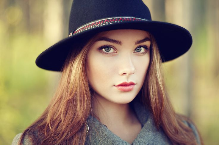 Portrait of young beautiful woman in autumn coat by Oleg Gekman on 500px