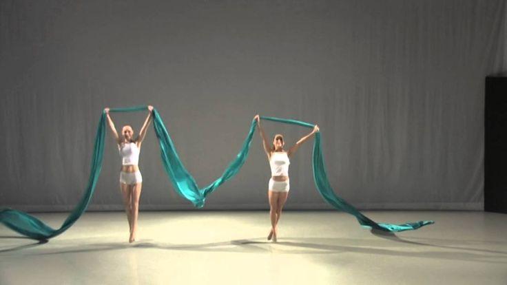 Franzi Wolf und Minu Gutzeit in einer Choreographie von Christina Schnock