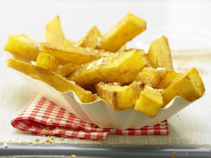 Вместо того, чтобы обжариватькартофельв жире, приготовьте фри в духовке — с добавлением небольшого количества ценного оливкового масла.Оливковое масло состоит в основном из мононенасыщенных жирных кислот, которые обеспечивают благоприятные отношения между «плохим» и «хорошим» холестерином в крови. Вам не хватает белка?Подавайте картофель вместе с запеченной или приготовленной на пару рыбой и сыром.