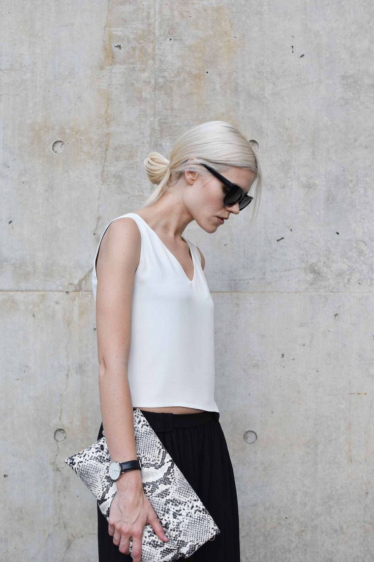 Chic Style - black & white outfit with snakeskin clutch