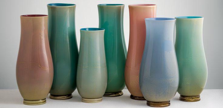 Tommaso Buzzi: grandi vasi in vetro alga a più strati di colore con applicazione di foglia d'oro. 1932-33