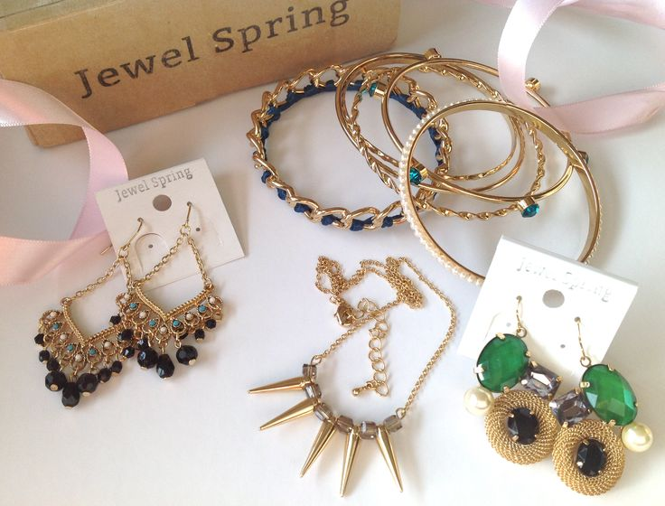 Jewel Spring Jewelry Subscription Box Review & GIVEAWAY!!! Full Review & Entry:  http://imnotsoho.com/?page_id=2639
