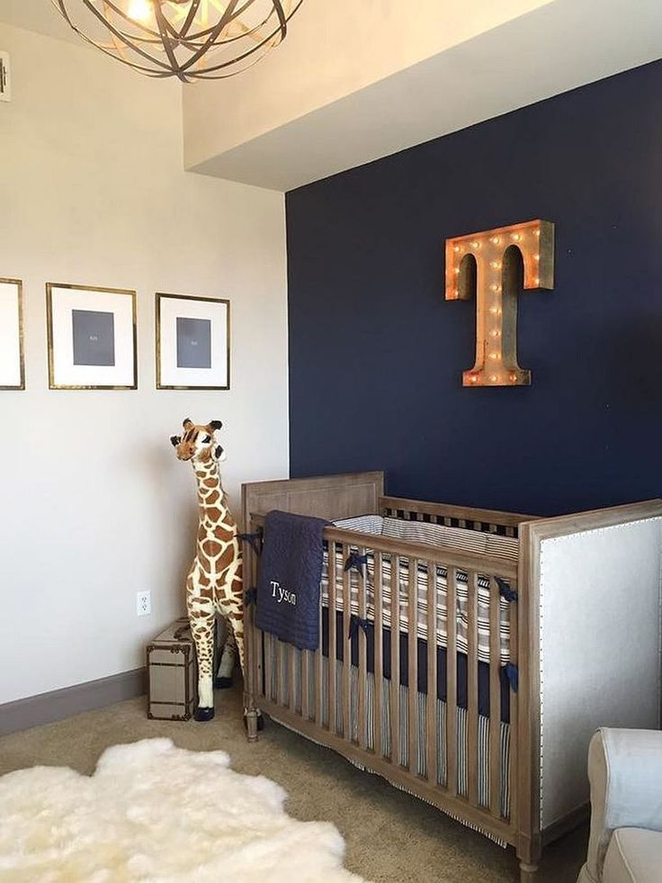 Буквы от вывесок на стене, так характерные стилю лофт, особенно уместны в детской, где они могут символизировать первую букву имени ребенка. .