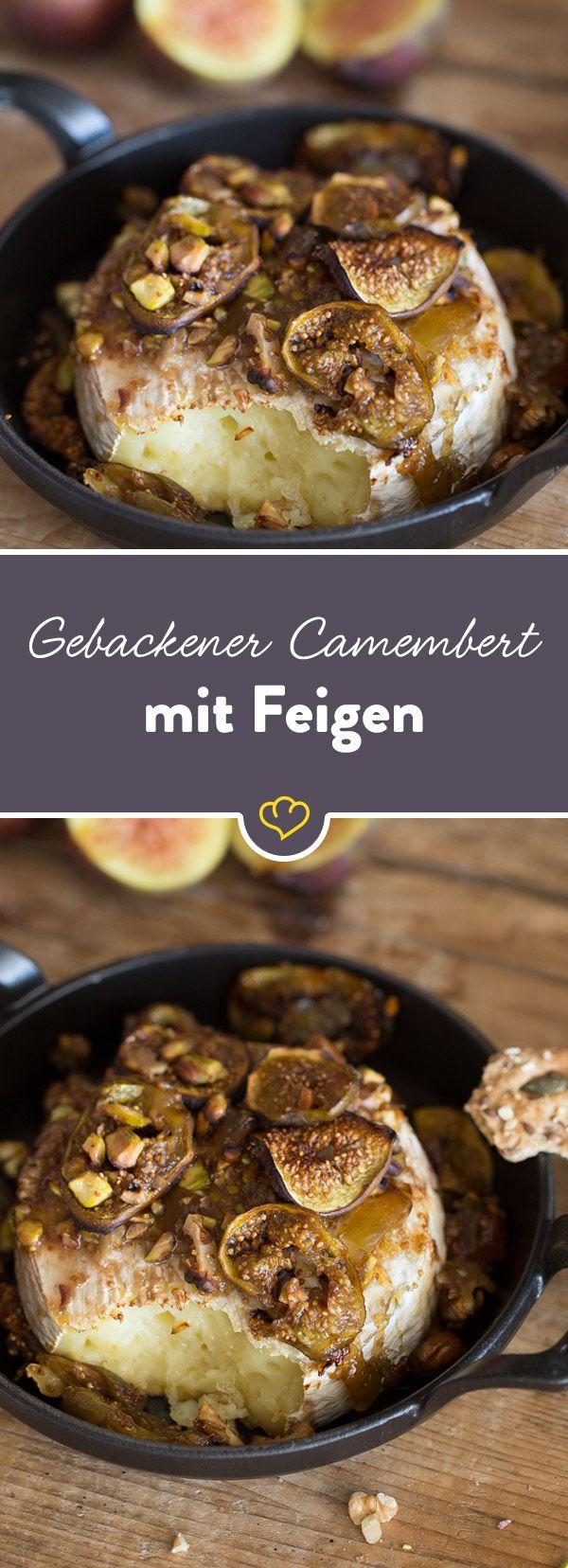 Ein leckeres Abendessen braucht nicht viele Zutaten. Camembert, zweierlei Nüsse, Marmelade und Feigen - sie verschmelzen im Ofen zu etwas Wunderbarem.