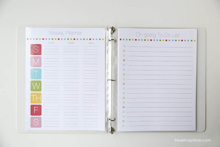 Free printable family planner on iheartnaptime.com ...includes free printables and tips to help you get organized this year!