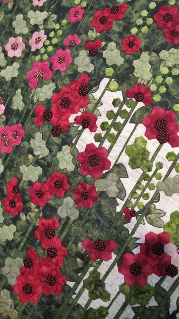 Stokrozen by And Schipper-Vermeiren. Hexie Hollyhocks Quilt! #quilting #quilts #quiltideas
